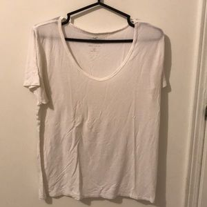 white hollister t-shirt